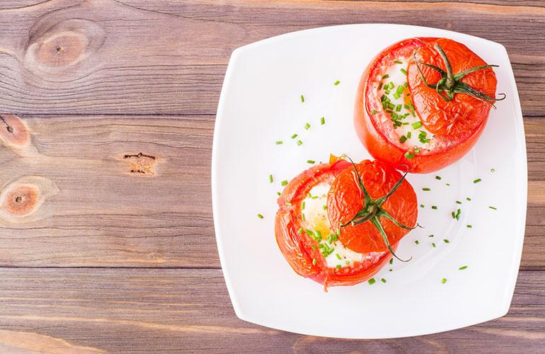 Healthy Breakfast Idea: Stuffed Tomatoes!