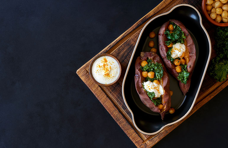 Baked sweet potato filled with kale and chickpeas